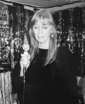Jan singing in Ryans Bar